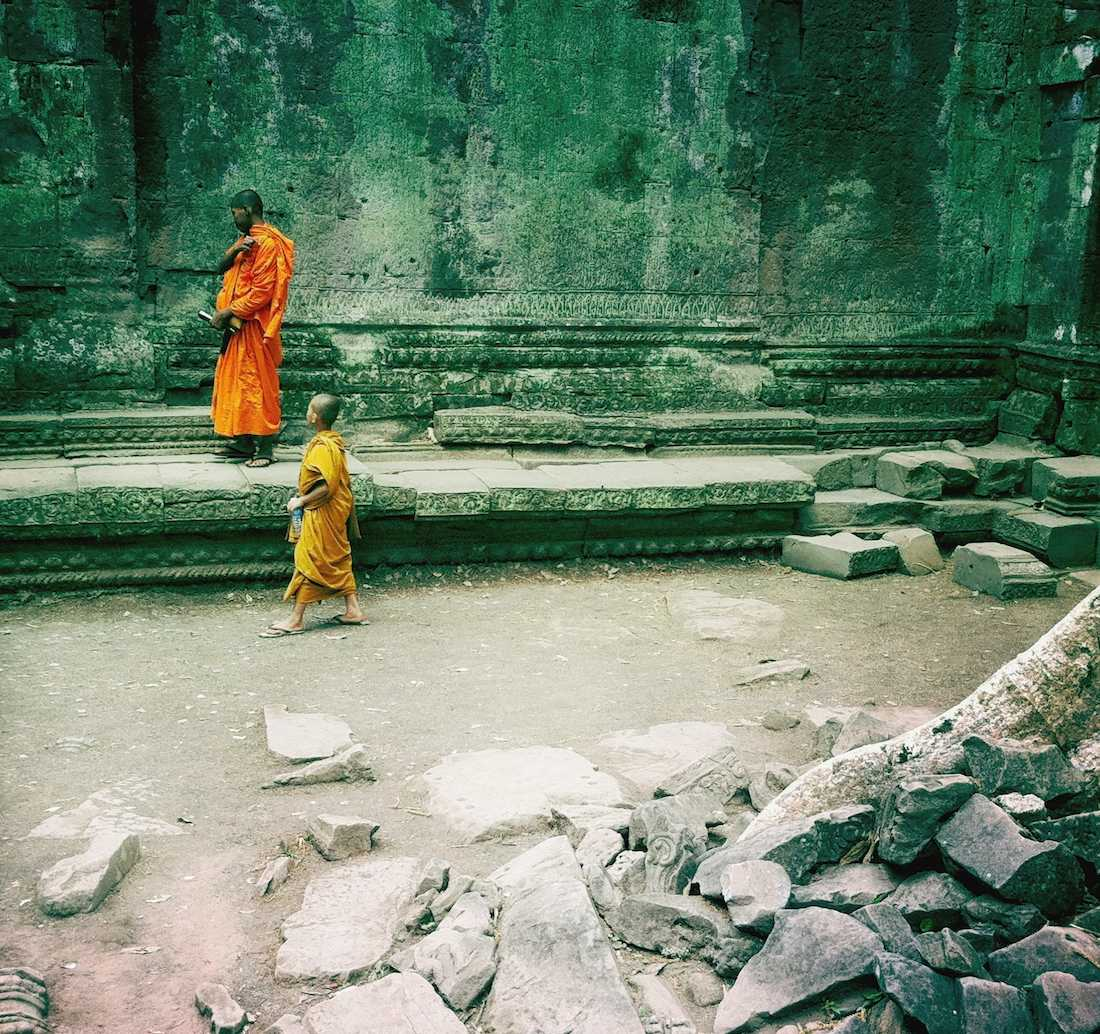 ta-prohm-buddhist-monks