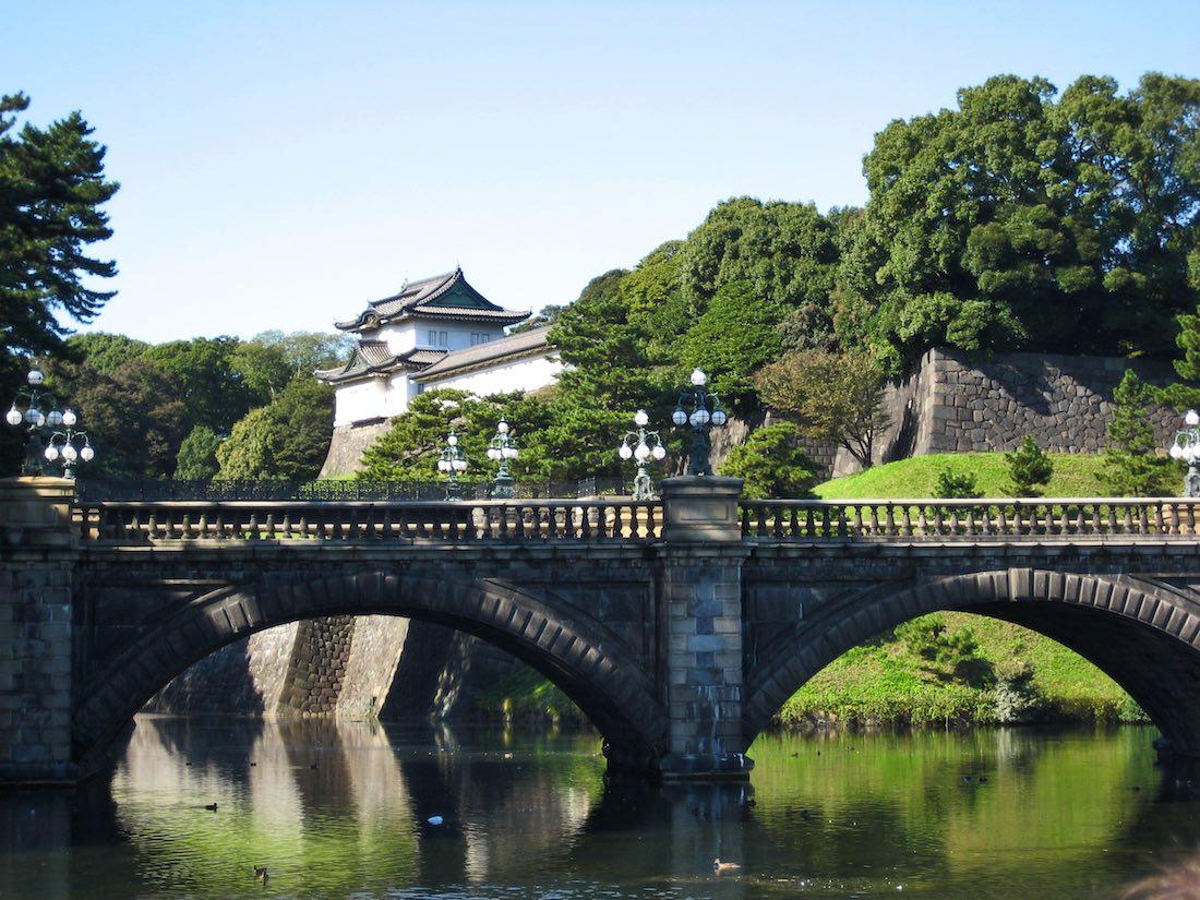 imperial-palace-tokyo-bridge